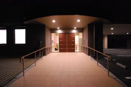 2.正面玄関小